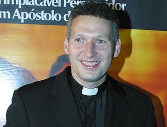 Padre Marcelo Rossi solta o verbo contra a Record e detona Edir Macedo